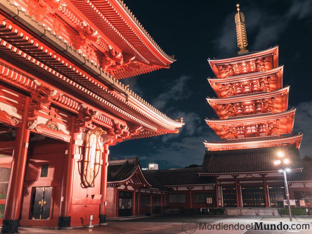 Templo Sensoji de noche