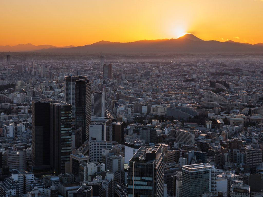 Vistas del distrito de Shibuya al atardecer con el monte Fuji