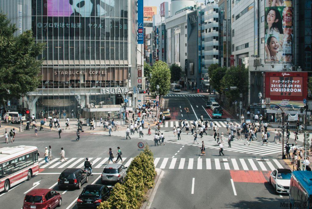 El Shibuya Mark City Walkaway vista panorámica del cruce desde la estación de trenes
