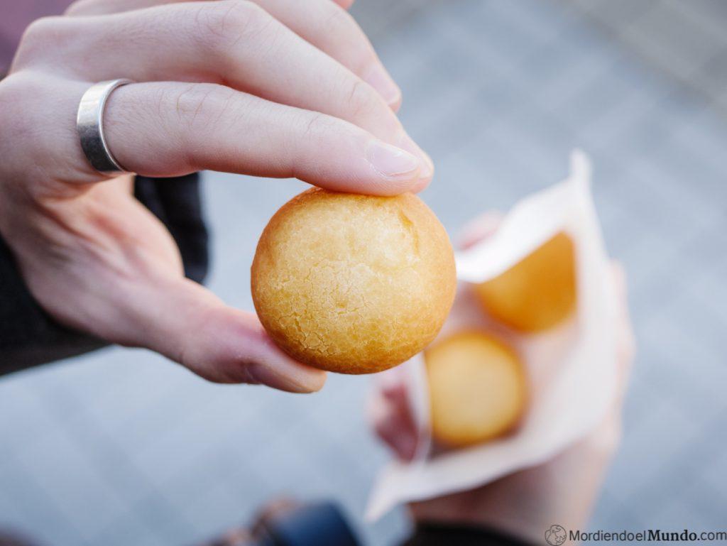 Bolitas de shirasu pan en Enoshima
