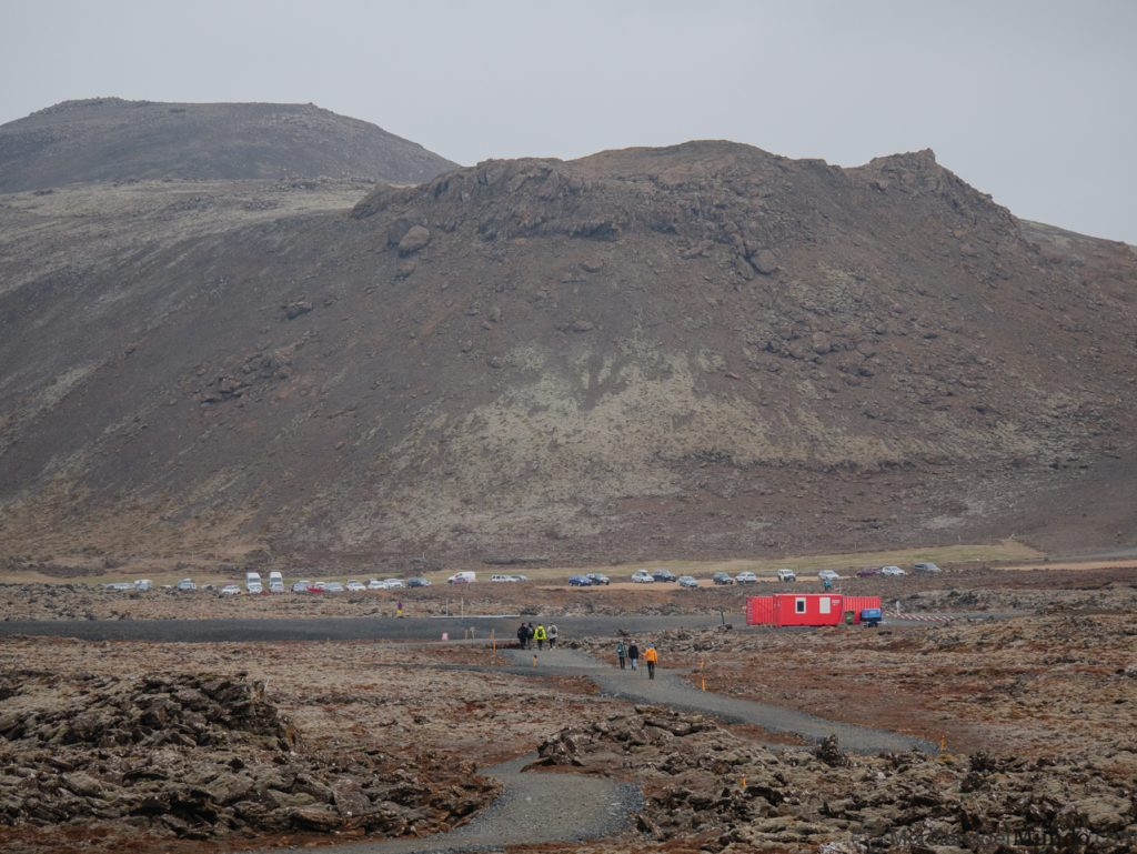 Zona de aparcamiento para ver el nuevo volcán de Islandia